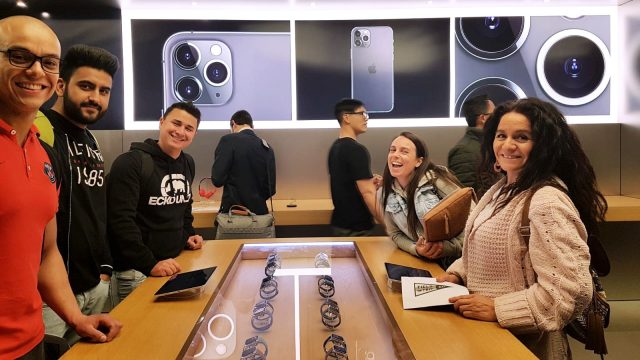 These Greystone College Sydney students got a chance to observe Customer Service best practises at the Apple Store.
