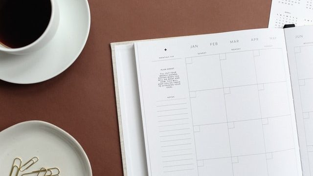 Agenda on a table with coffee to schedule your virtual networking events